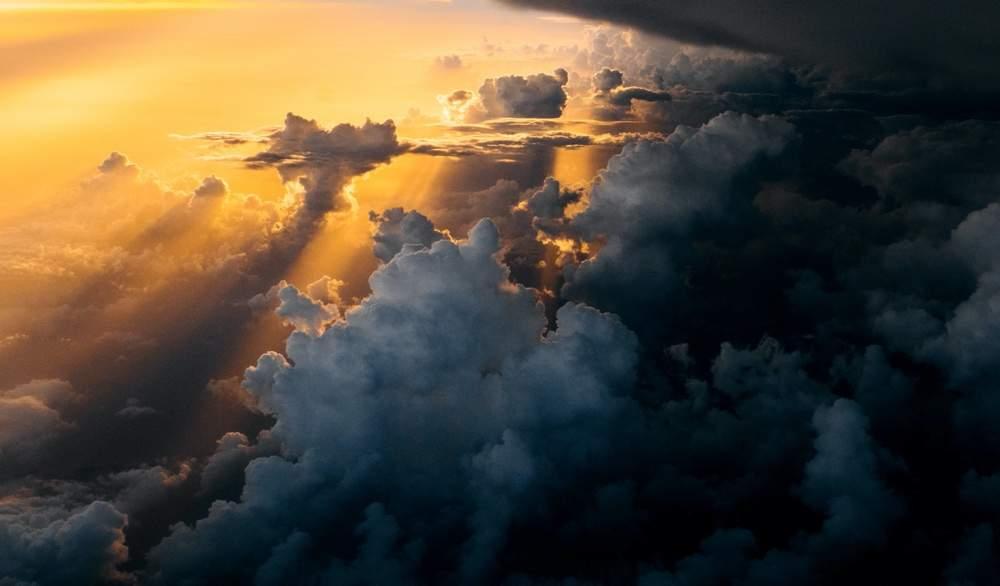 Due mentalità opposte - Cielo con nubi e sole